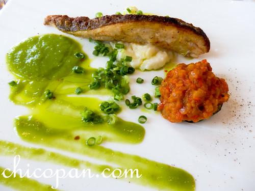 L'Atlasラトラス魚バチのポワレ ケッパー ジャガイモのエカゼ ラベンダーヴィネガー画像