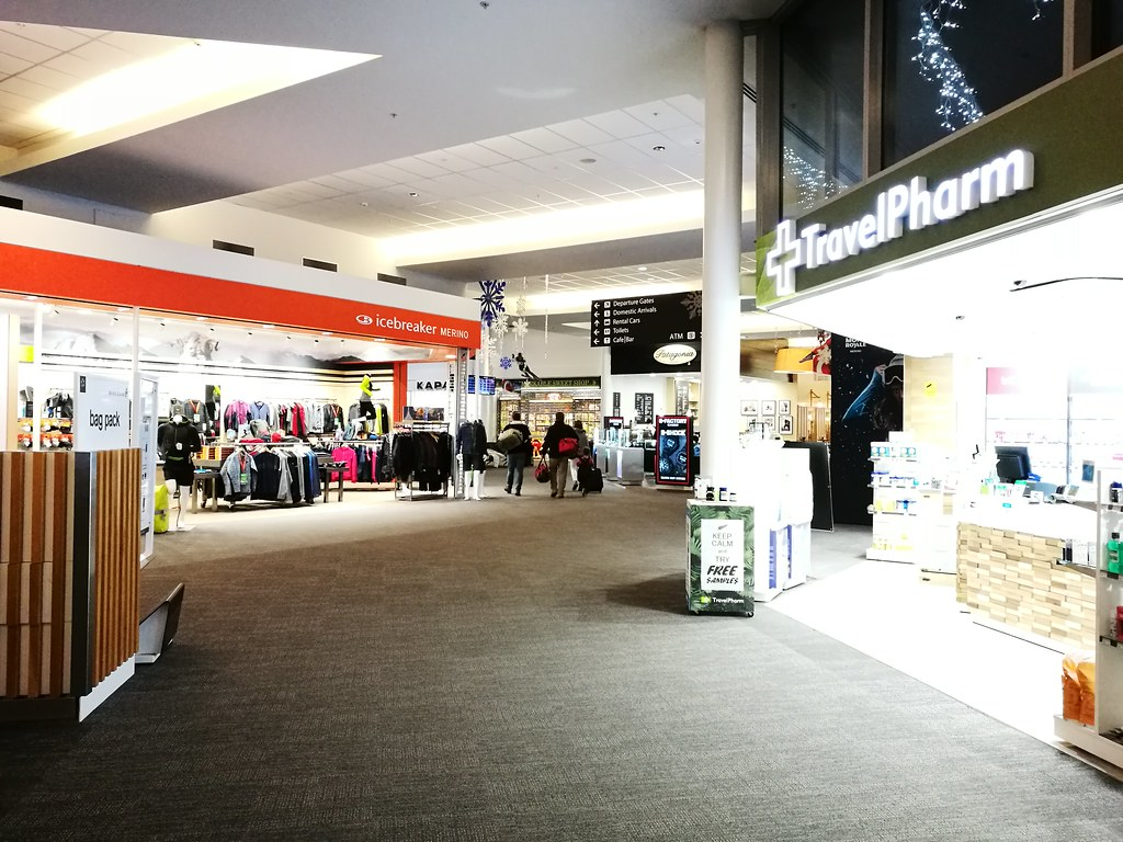 Departure hall shops