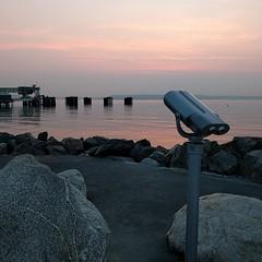 #sunset #ferrydock #viewingscope #binoculars #viewingarea #pugetsound #PNW #waterfront #edmonds #beach