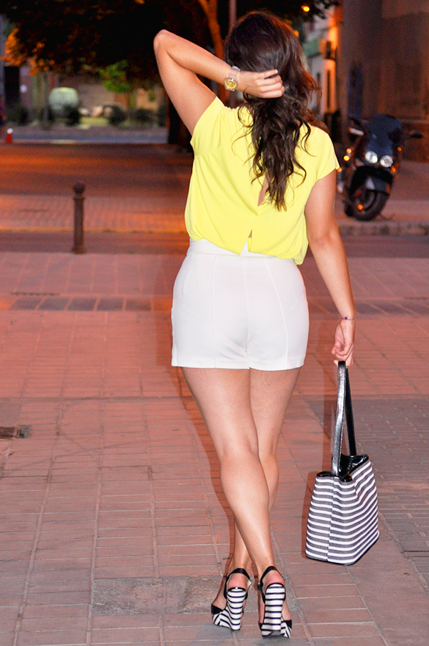 something fashion blogger influencer valencia spain, outfit how to wear classy vintage europe