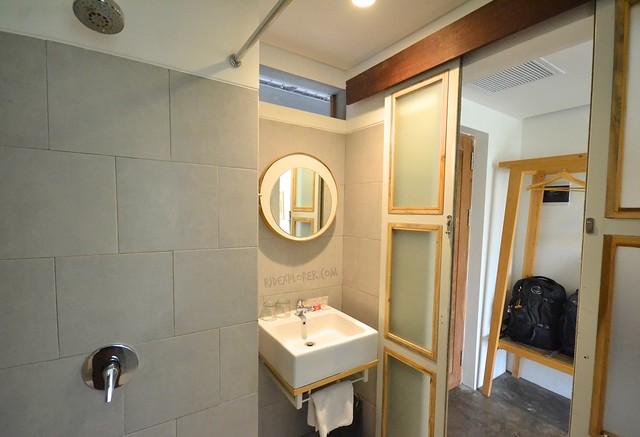 greenhost boutique hotel yogyakarta bathroom