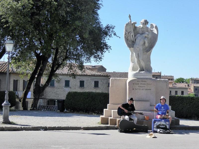 Straßenmusiker in Volterra.