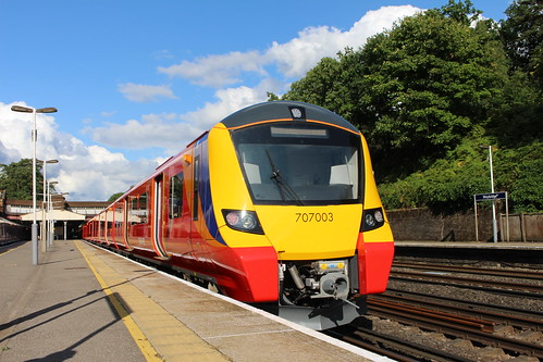 South West Trains 707005+707003, Weybridge