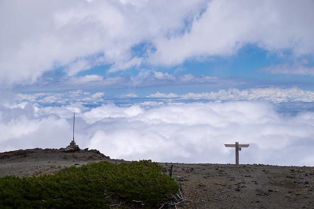 東側は雲が支配する