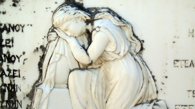Γλυπτική στο δημοτικό νεκροταφείο Λευκάδας