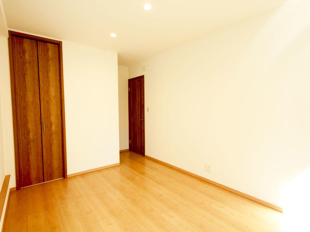 1階奥側の居室・入り口側