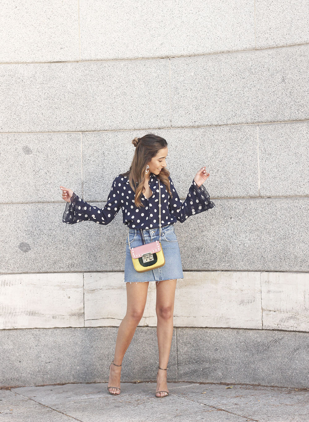 Polka dots shirt uterqüe bolso denim skirt girl outfit fashion06