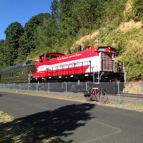 Meeting a Portland Traction passenger train
