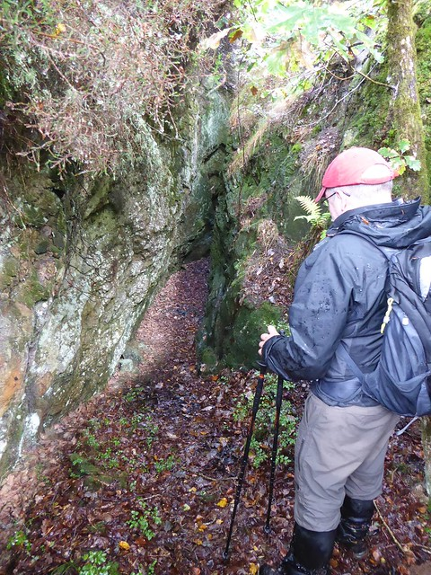 Cleft Rock: Finding the entrance to the gunnis - photo by Kerry Pearn