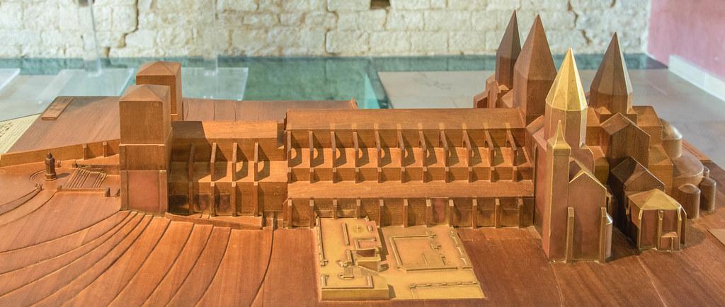Modell Abbaye de Cluny (im hellen Ton der erhaltene Rest)