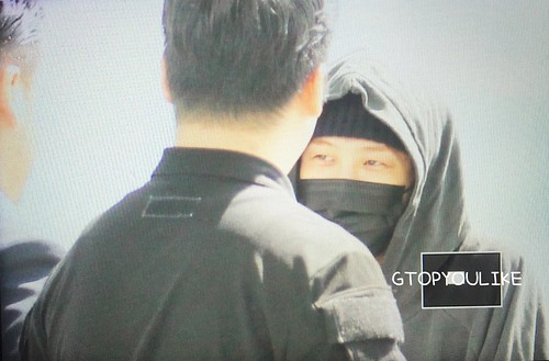 G-Dragon departure Seoul to Europe 2017-09-22 (12)
