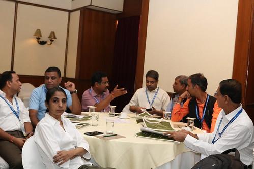 कार्यक्रम में भागीदारी करते मीडिया के लोग