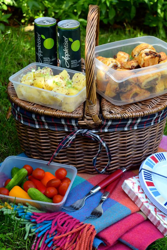 End Of Summer Picnic with Appletiser | www.rachelphipps.com @rachelphipps