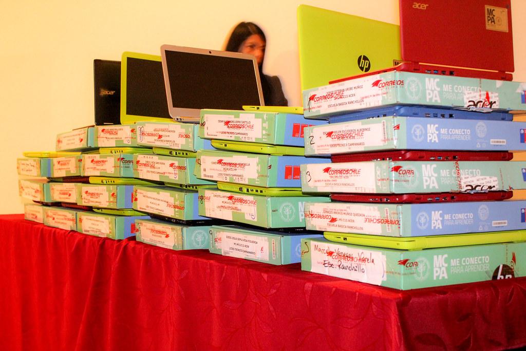 123 Niños y Niñas de Séptimo Básico recibieron Computadores