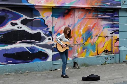 2017 fujifilmx20 galway ireland busker girl art graffiti singer guitar streetart