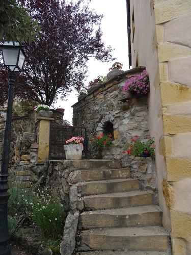 2017-08-13 - Ternand, vieux village, Escalier fleuri (1)