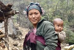 Trekking in Nepal zum Kanchendzönga. Junge Frau mit Kind. Foto: Dr. Franz Bundscherer.