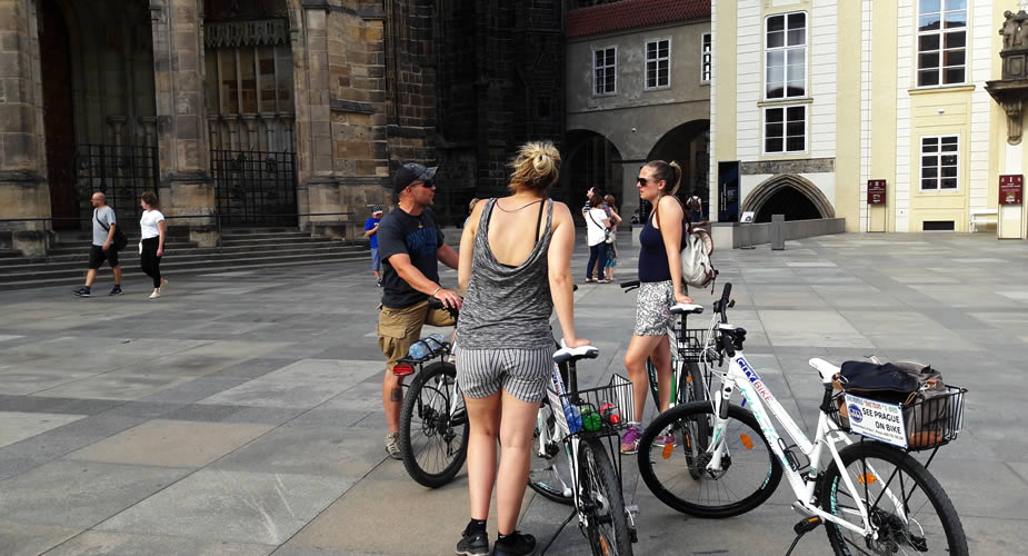 Guided bike tour Prague Castle | Mooistestedentrips.nl