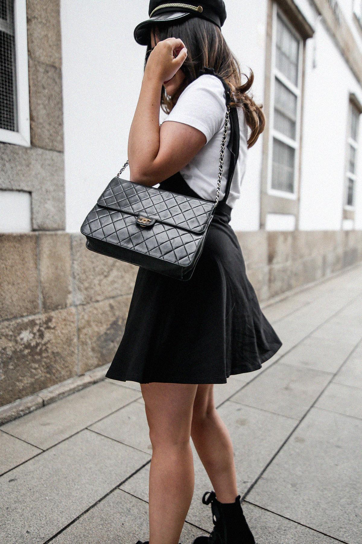 vestido-negro-casual-botines-militares-como-combinarlo10
