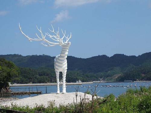 白い鹿のオブジェ(Reborn Art Festival)