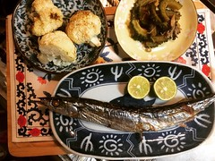 not sure I would cook sanma again, but I'm glad I tried and know what to do the next time around...cauliflower with ras el hanout...goya with maitake & chirimen jakko❤︎ #pacificsaury #sudachi #goya #maitake #chirimenjakko #cauliflower #raselhanout #