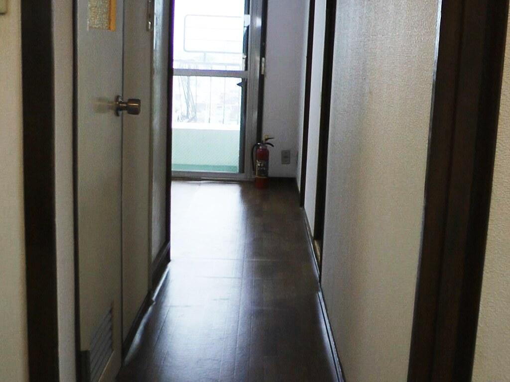 リノベーション前・玄関から室内