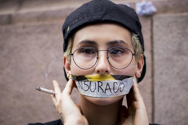 Artistas e comunidade LGBTT protestam contra encerramento da exposição Queermuseu