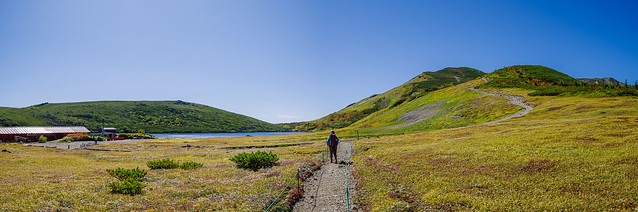 白馬大池と白馬岳へ続く稜線