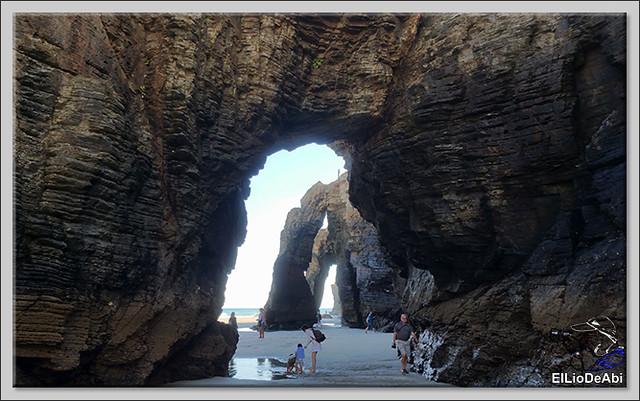 Paseo por la playa de las Catedrales