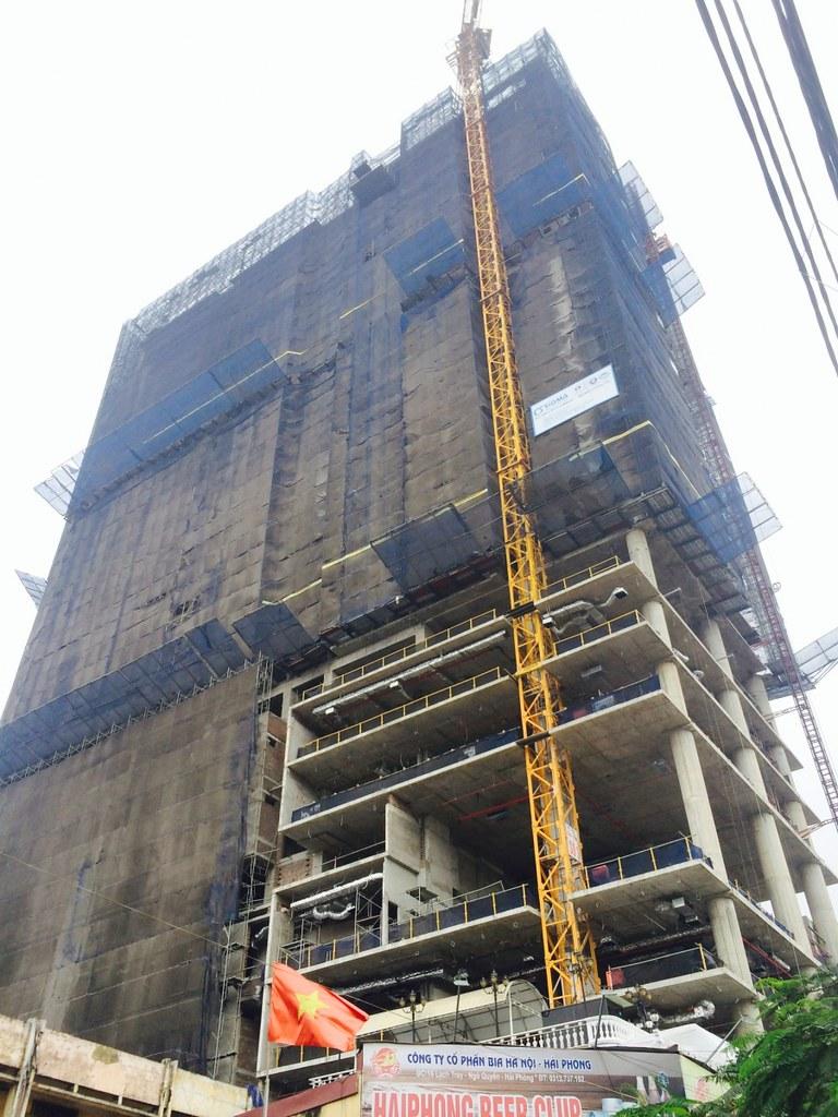 """Tòa nhà SHP Plaza trong quá trình xây dựng  <img src=""""images/"""" width="""""""" height="""""""" alt=""""Công ty Bất Động Sản Tanlong Land"""">"""