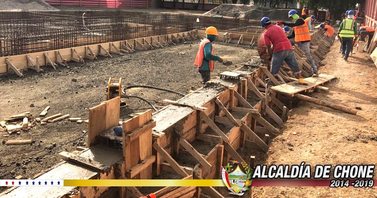 Continúa la construcción del galpón para revisión vehicular en Chone