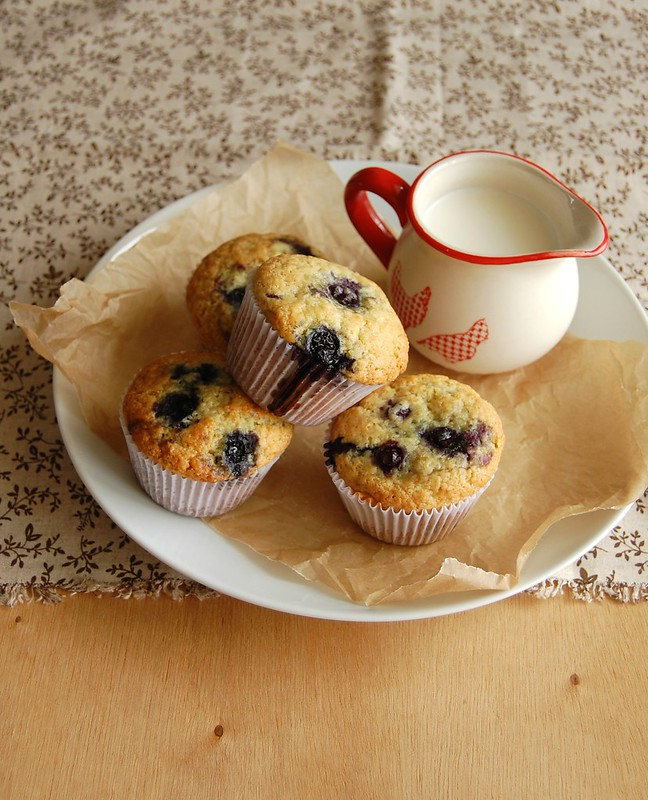 Orange, blueberry and olive oil muffins / Muffins de laranja, mirtilo e azeite de oliva