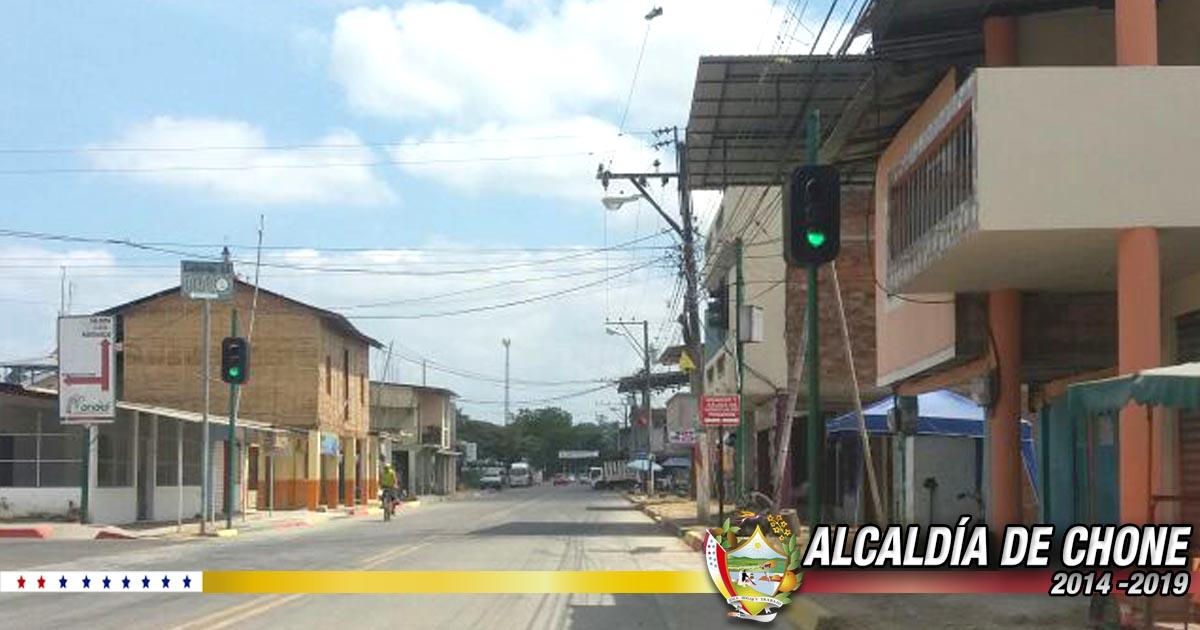 Alcaldía de Chone reparó semáforos en Canuto