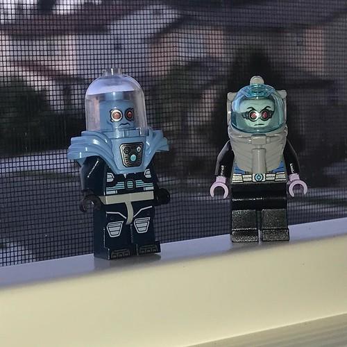 A pair of Mr Freeze minifigures, new and old. . . . #lego #legojunior #mrfreeze #legobatman #twins #batman #minifigures