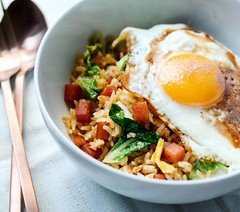 Weekday super easy meal: Tom yam #friedrice with #spam , token greens and the all-important #friedegg , seasoned with a dash of #maggi seasoning sauce - simple yet satisfying. Can't get more #Chinese than this :grin: . . #comfortfood #sunnysideup #homecoo