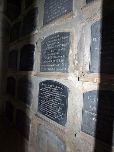 Berney mausoleum (2)