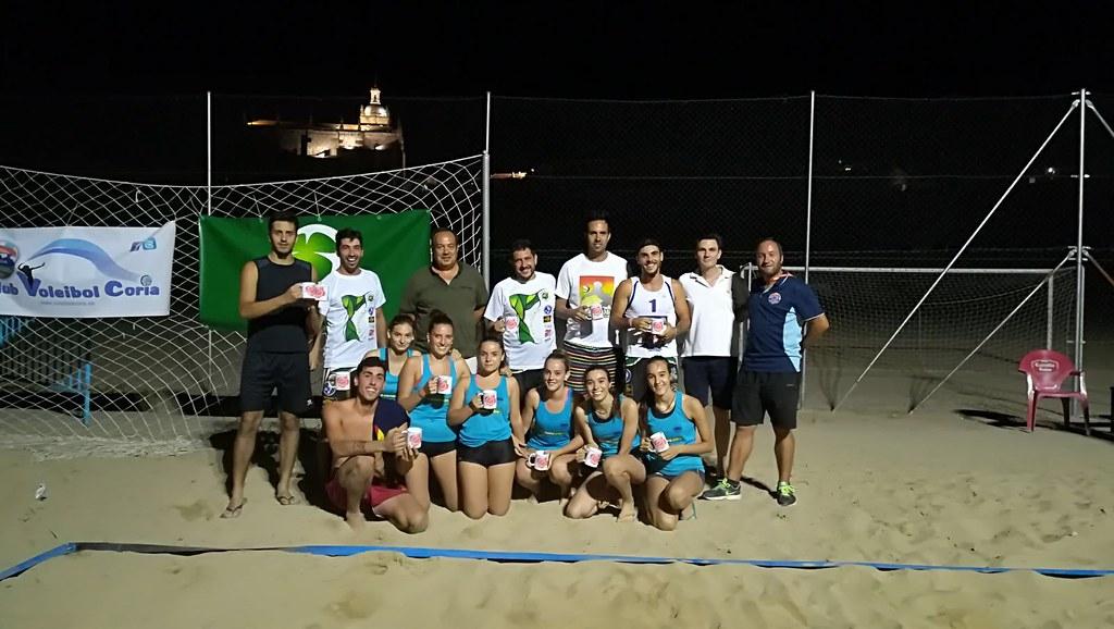 """El VI Torneo de Voley-Playa """"Ciudad de Coria"""" congrega a 16 parejas participantes."""