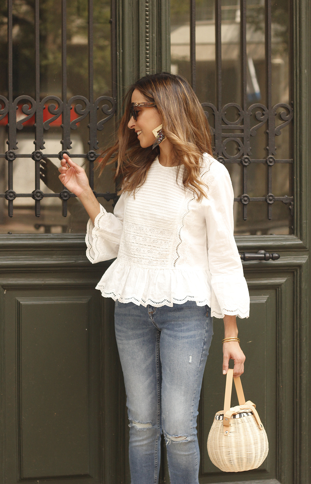 polka dot kitten heels white blouse ripped jeans outfit girl style fashion06