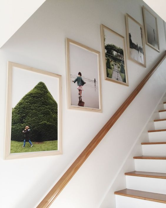 How to design the wall along a staircase with photos.