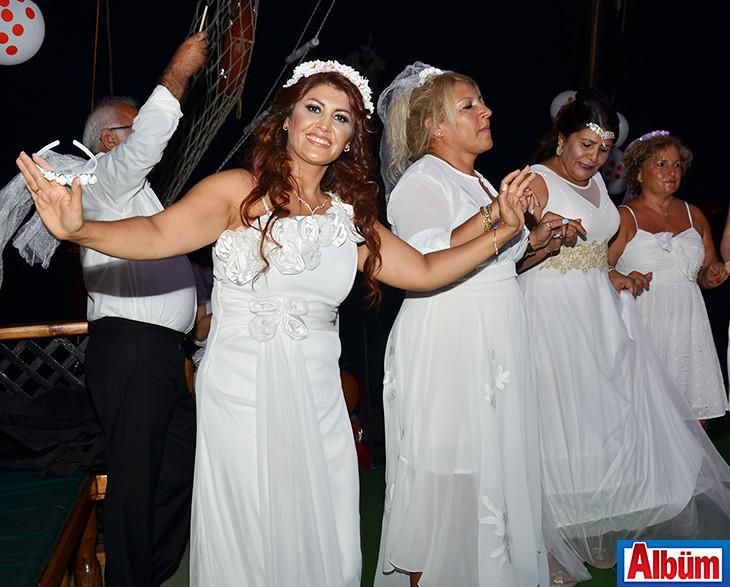 Leyla Aykanat- Gelinlikler içinde kutladılar-4