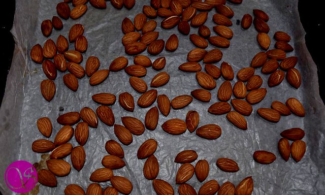 Almonds Coated with Honey Syrup