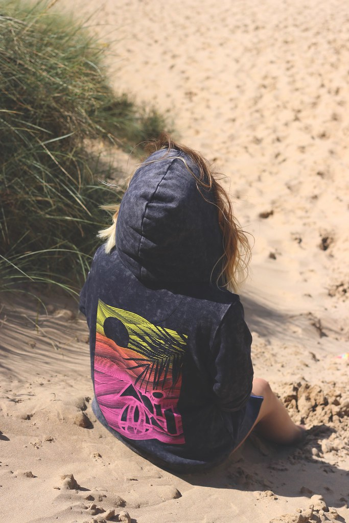 animal, animal clothing, animal surf clothing, katelouiseblog, beahc, beach photos, style blog, rayban, animal 30th anniversary, animal hoody, outfit post, photography,