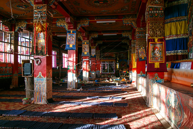 Interior of a nunnery, Yarchen Gar アチェンガルゴンパ 尼僧院の内装