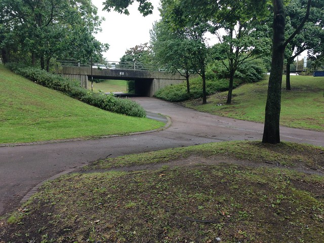 Path intersection, Milton Keynes