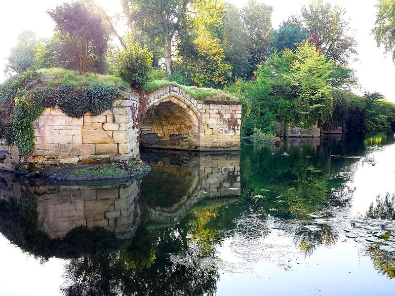 Remains of the Old Castle Bridge, Warwick.. Credit DeFacto