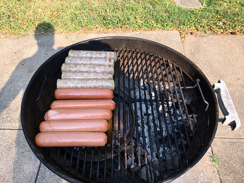 Smoking a tr-tip, brats and dogs