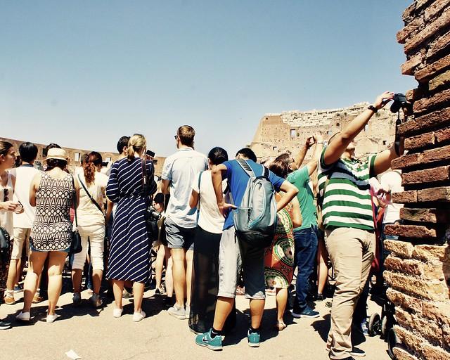 colosseo-crowd-roma-cr-ciu-travel