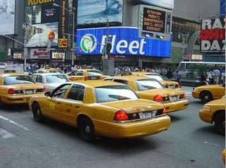 Ford_CrownVictoria_NY_1998_R2