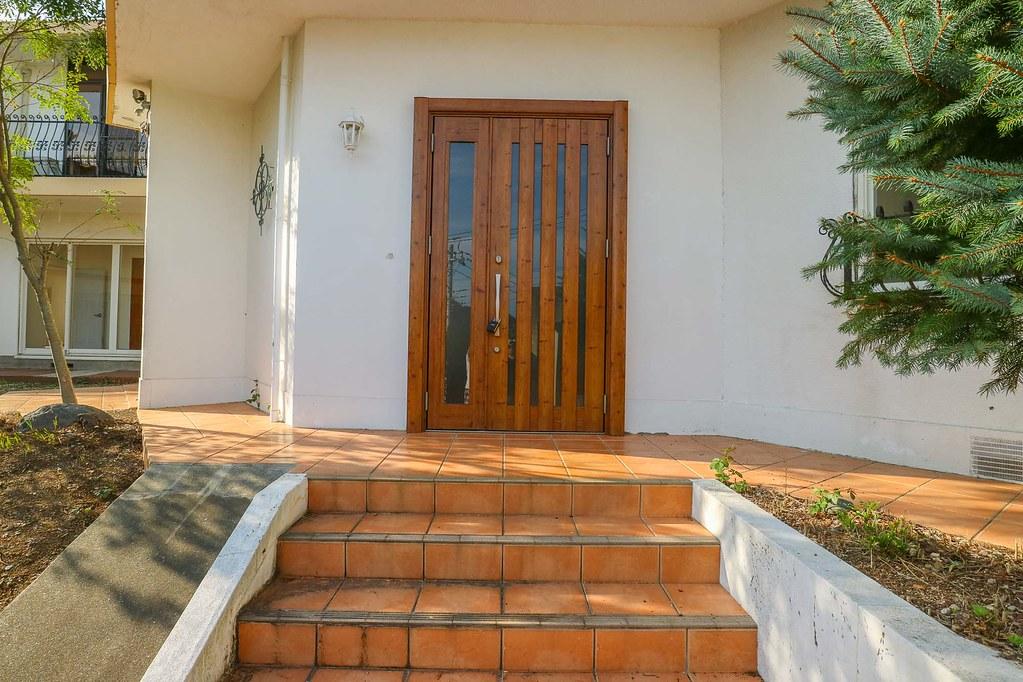材木座のちゅうこ戸建:玄関前