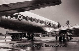 1962 Refuelling 40 Sqn's VIP transport DC-6B NZ3631 at RAF Changi, Singapore